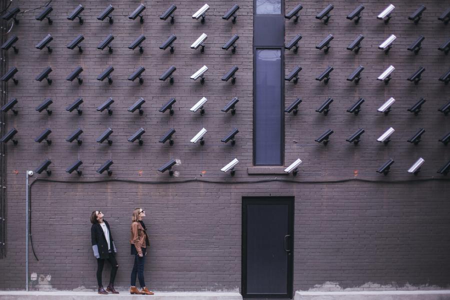 Capa de Adiamento da LGPD sim,     da privacidade não!
